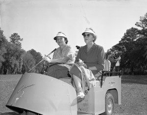 Vintage Golf - Cushman Golf Cart